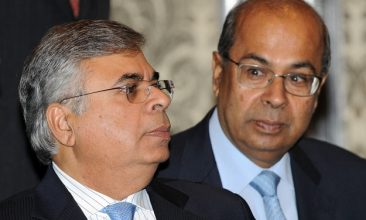 Business - Indian industrialist brothers Ashok Hinduja (L) and Prakash Hinduja (Photo: INDRANIL MUKHERJEE/AFP via Getty Images).