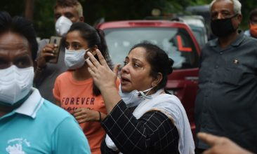 Coronavirus - A relative reacts outside the Shrey Hospital in Ahmedabad on August 6, 2020 after a fire broke early in the morning in the intensive care unit of the Shrey Hospital killing eight coronavirus patients.  (Photo: SAM PANTHAKY/AFP via Getty Images)