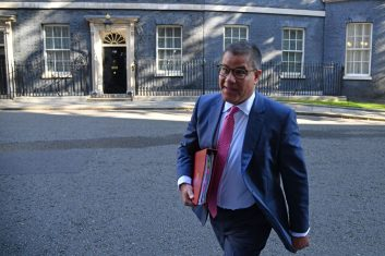 News - Britain's Business Secretary Alok Sharma arrives in Downing Street in central London on September 1, 2020 to attend the first weekly meeting of the cabinet since the summer recess. (Photo by JUSTIN TALLIS/AFP via Getty Images)