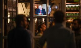Coronavirus - People watch British Prime Minister Boris Johnson making a televised address to the nation inside the Westminster Arms pub on September 22, 2020 in London.  (Photo: Peter Summers/Getty Images)