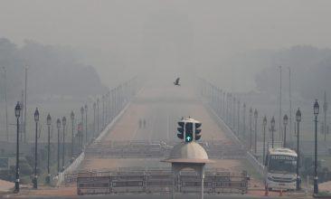 Coronavirus - FILE PHOTO: People walk near India Gate on a smoggy morning in New Delhi, India, October 22, 2020. REUTERS/Anushree Fadnavis//File Photo