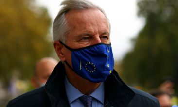 Business - European Union's Brexit negotiator Michel Barnier wears a protective face mask as he arrives at 1VS conference centre ahead of Brexit negotiations in London, Britain October 23, 2020. REUTERS/Simon Dawson
