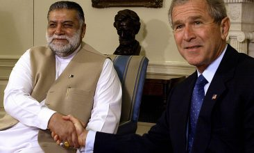 News - Mir Zafarullah Khan Jamali (L) and former US President George W. Bush shake hands as they meet in the Oval Office of the White House 01 October 2003.     AFP Photo/Paul J. RICHARDS