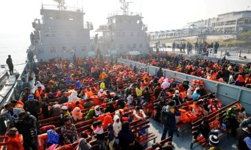 BANGLADESH - Rohingyas prepare to board a ship as they move to Bhasan Char island near Chattogram, Bangladesh, December 29, 2020. REUTERS/Mohammad Ponir Hossain