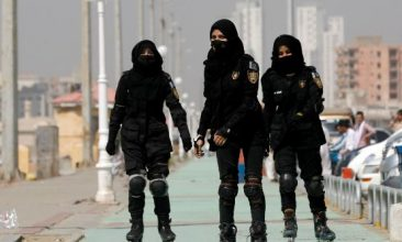 News - Special Security Unit (SSU) police members rollerblade during practice along the seafront in Karachi, Pakistan February 19, 2021. REUTERS/Akhtar Soomro