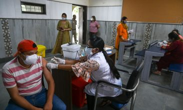 HEADLINE STORY - A health worker inoculates a man with a dose of the Covishield Covid-19 coronavirus vaccine at a vaccination centre in New Delhi on May 13, 2021. (Photo by Prakash SINGH / AFP) (Photo by PRAKASH SINGH/AFP via Getty Images)