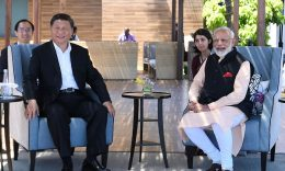 Business - India's prime minister Narendra Modi and China's president Xi Jinping look on during their meeting in Mamallapuram on the outskirts of Chennai, India, October 12, 2019 (India's Press Information Bureau/Handout via REUTERS).