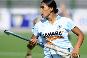 Hockey - India's Rani Rampal plays against New Zealand during the field hockey Group A match of the Women's World Cup 2010 in Rosario, Argentina, on September 7, 2010.  AFP PHOTO/Daniel GARCIA