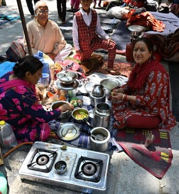 FEATURES - A Kashmiri Pandit family prepare food at the Mata Kheer Bhawani Temple during its annual festival in the village of Tullamulla, some 20 km from Srinagar (Photo: TAUSEEF MUSTAFA/AFP via Getty Images).