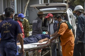 News - Paramedics personnel shift a patient on a stretcher into the hospital in Karachi on February 18, 2020, after a toxic gas leak (Photo: RIZWAN TABASSUM/AFP via Getty Images).
