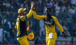 CRICKET - Peshawar Zalmi's team captain Daren Sammy (R) celebrates with teammates after taking the wicket of Sarfaraz Ahmed during the Pakistan Super League (PSL) T20 cricket match between Peshawar Zalmi and Quetta Gladiators in the National Cricket Stadium in Karachi on February 22, 2020. (Photo by ASIF HASSAN/AFP via Getty Images)