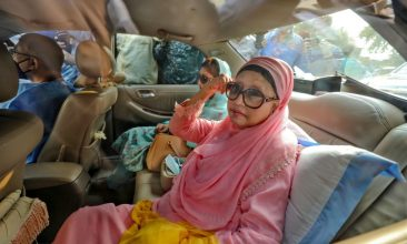BANGLADESH - Bangladesh opposition leader Khaleda Zia (R) sits in a car after being released, for medical reasons, from prison where she spent more than two years due to corruption, in Dhaka on March 25, 2020. (Photo by RUBEL RASHID/AFP via Getty Images)