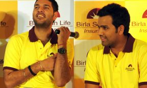 CRICKET - Yuvraj Singh (L) and Rohit Sharma (DIBYANGSHU SARKAR/AFP via Getty Images)